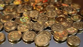 Dos federales acusados de robar millones de dólares en Bitcoins